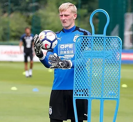 Ryan Joins Up With Terriers' First Team