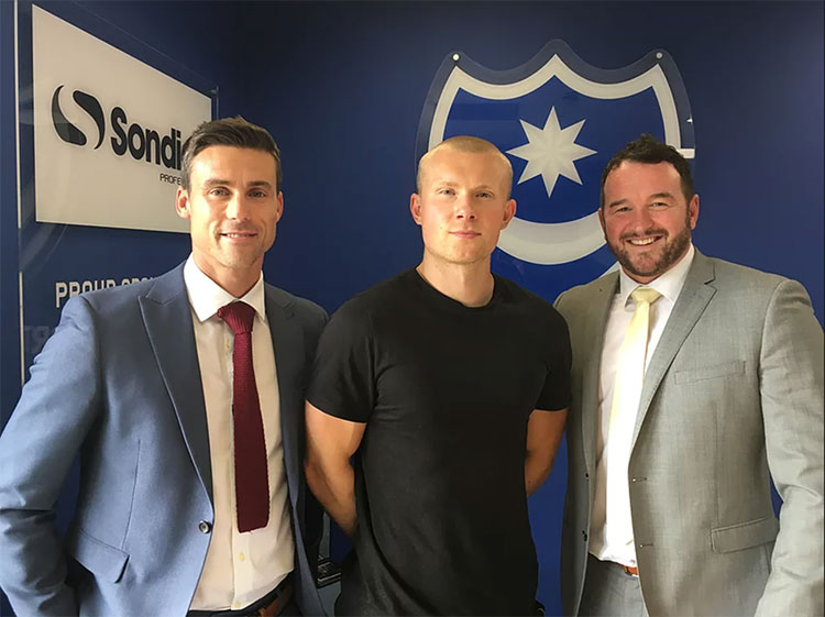 Curtis Main signs for Portsmouth FC