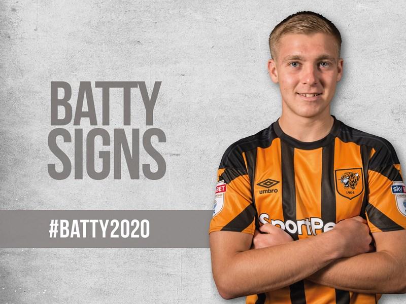 Dan Batty signs a new deal at Hull City